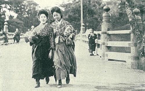 第267記事少女画報 大正2年1913年 於弁天橋 東都女学生通学衣装