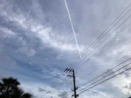 5292018 飛行機雲S