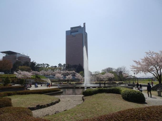 前橋公園(噴水と群馬県庁舎)