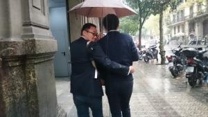 仲良く相合い傘!