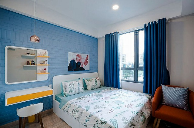 Blue-and-white-bedroom-with-pops-of-yellow-is-cheerful-and-trendy.jpg