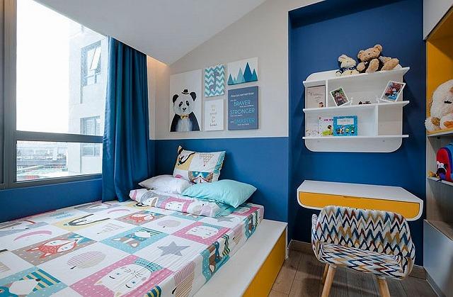 Finding-space-in-the-boys-bedroom.jpg