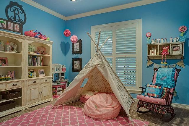 Rug-brings-pink-to-the-kids-room-in-blue.jpg