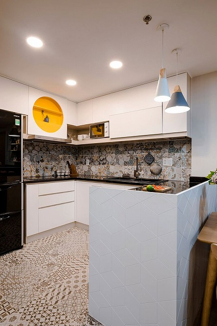 Space-savvy-and-stylish-kitchen-with-white-cabinets-and-tiled-backsplash.jpg