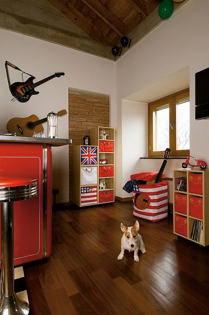 Stars-stripes-and-the-Union-Jack-bring-color-to-the-kids-room-storage-units.jpg
