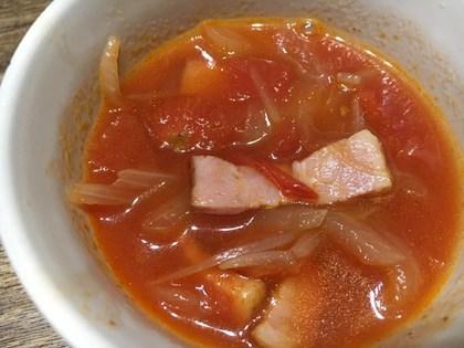 ベーコンと玉葱のトマトスープ