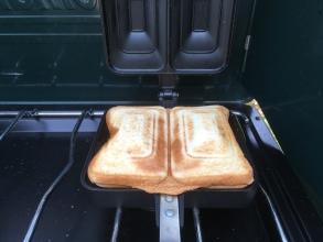 キャンプで禁断のホットサンド♪ 果たして「納豆チーズホットサンド」はありか?