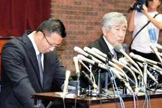 180524 23日記者会見を行った日大アメフト部・内田正人前監督と井上コーチ