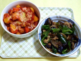 CAI_180531_5154 根菜と鶏肉のトマト煮チーズのせ・茄子とピーマン、豚肉の甘辛炒め_VGA