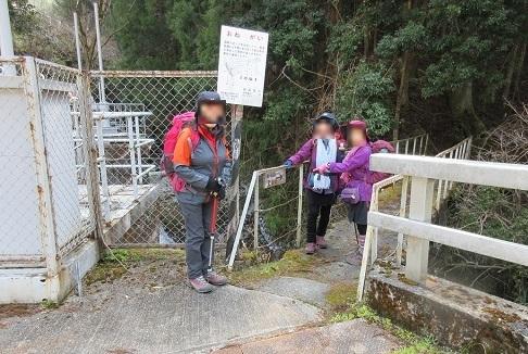 5 登山口 発電所横