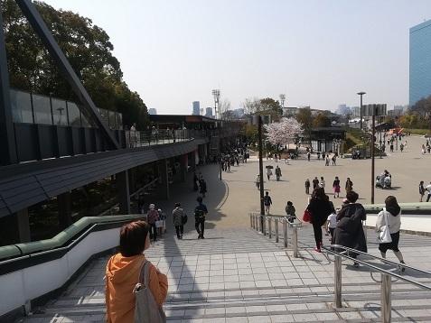 2 JR大阪城公園駅前