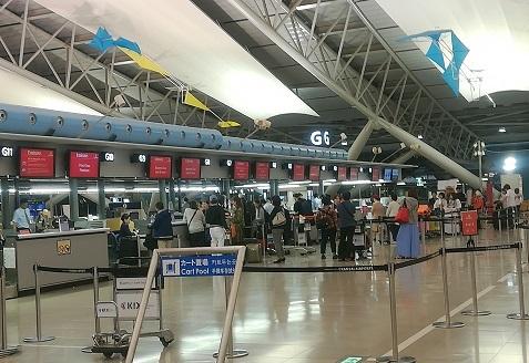 1 関西空港・エミレーツ航空のチェックインカウンター