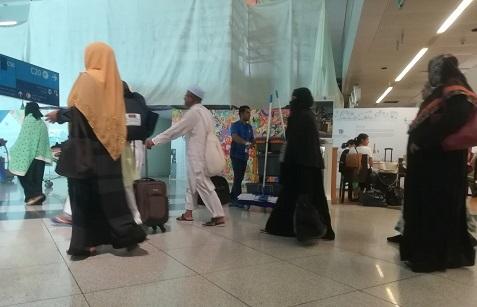 17 ドバイの空港・イスラムの衣装