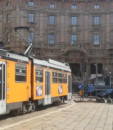 5 ミラノの街角・市電
