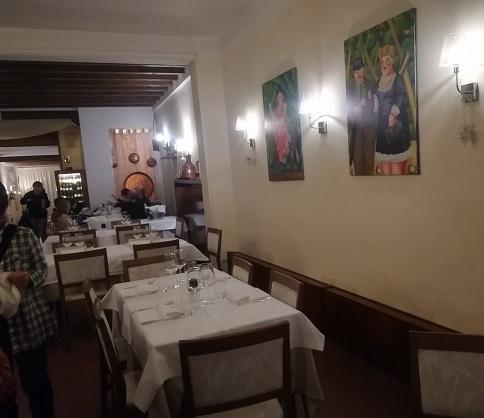 10 レストランの内部