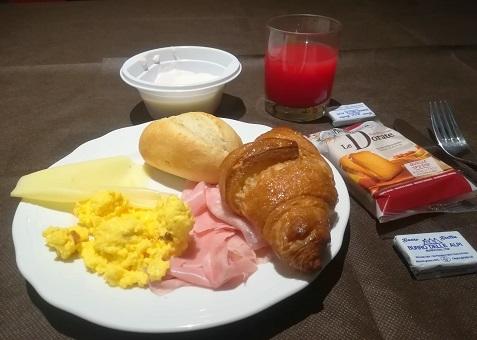 3 パドヴァのホテルの朝食・バイキング形式