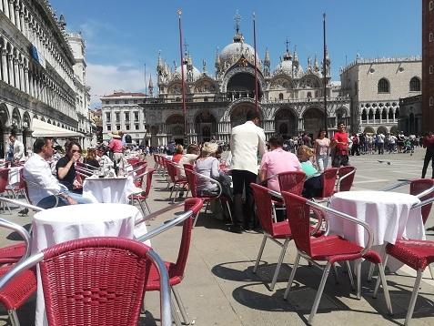 2 サンマルコ広場のオープンカフェ