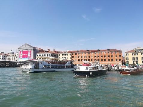 12 水上乗合バスからヴェネツィア本島の景色