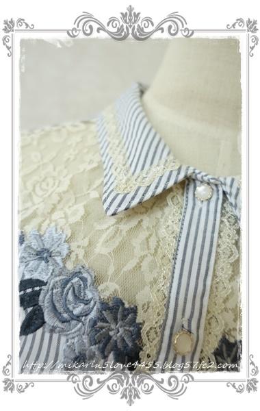 0414刺繍デザインシャツブラウス(紺)襟元アップ
