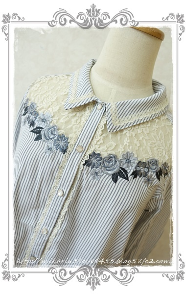 0414刺繍デザインシャツブラウス(紺)アップ