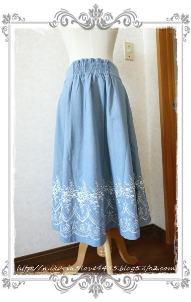 0601裾刺繍デニムスカート(ウォッシュ)後ろ