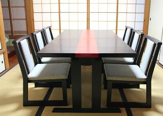座敷に椅子 1