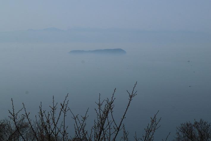 紫雲出山の頂上から 伊吹島 30 3 29