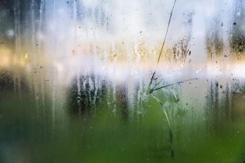 曇ったガラス