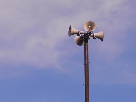 住んでる家の屋上に謎のスピーカーが付いてるけど質問ある?