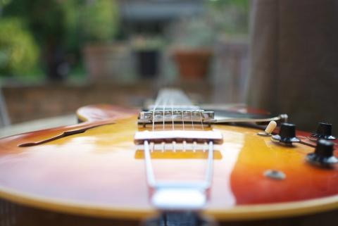 倒れたギター