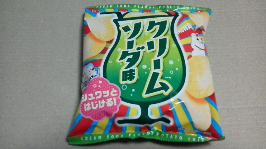 山芳製菓「ポテトチップス クリームソーダ味」