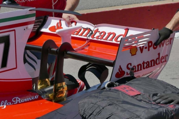 Ferrari-SF70H-Canadian-GP-F1-2017-rear-end-high-downforce-rear-wing-Foto-AMuS-1024x682.jpg