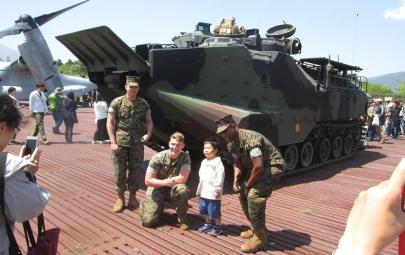 AAV7:AAVP7(Assault Amphibious Vehicle,personnel.model7水陸両用強襲輸送車7型アメリカ海兵隊水陸両用装甲車アムトラック(Amtrak)LVTP-7(Landing Vehicle, Tracked, Personnel-7)タミヤプラモデルM2ブラッドレー歩兵戦闘車M2 Bradley自衛隊水陸機動団