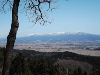 山頂からの眺望(飯豊連峰方面)