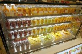 熊本駅・肥後よかモン市場のくだものかふぇでしらぬいジュース♪
