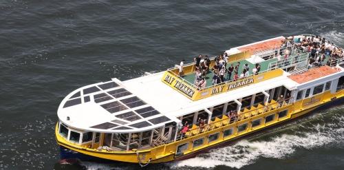 遊覧船は外人さんが多い様子