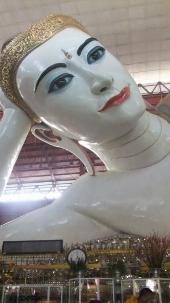 ヤンゴン 涅槃像にて10  (1)
