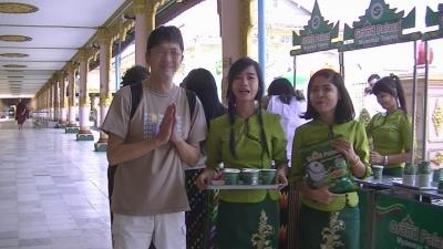 ヤンゴン 涅槃像にて2