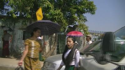ヤンゴン ロンジー学生-1
