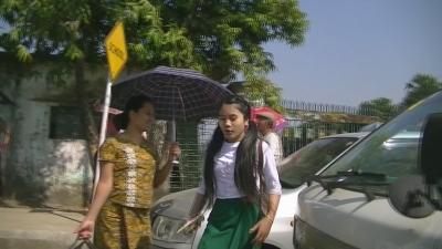 ヤンゴン ロンジー学生-2