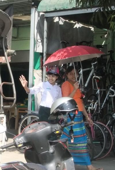 ヤンゴン ロンジー学生5