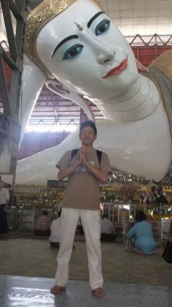 ヤンゴン チャイプーンパゴダ 涅槃像まえ  (1)