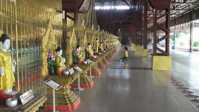 ヤンゴン チャイプーンパゴダ 涅槃像まえ  (3)