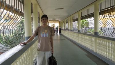 ヤンゴン シュェダゴンパゴダ30 後ろのエレベーターの乗って帰る