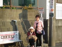 飯島南谷でバスを待つ