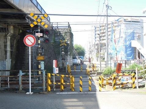 小田急江ノ島線の中央林間3号踏切@大和市a