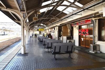 尾道駅ホームベンチ