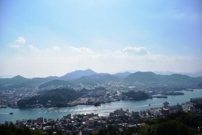 展望台から望む尾道水道島と向島