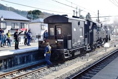 SLと客車の連結作業が始まります 大樹