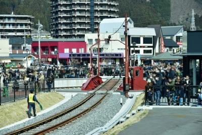 転車台の周囲には大勢のギャラリー 鬼怒川温泉駅